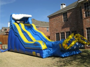 JumpCity_WipeOut_waterslide