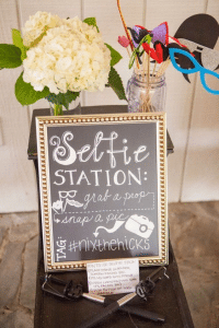selfie-station-wedding-diy-reception