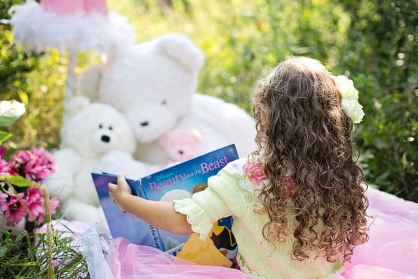 reading-book-to-toys